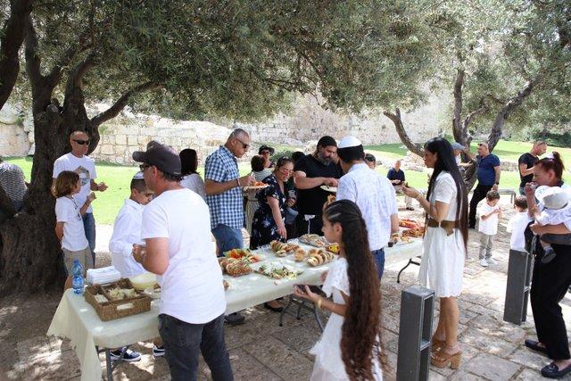 5הפקת בר מצווה בכותל | משפחת פתחיה